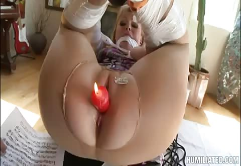 dikke mama krijgt een brandende kaars in haar pruim