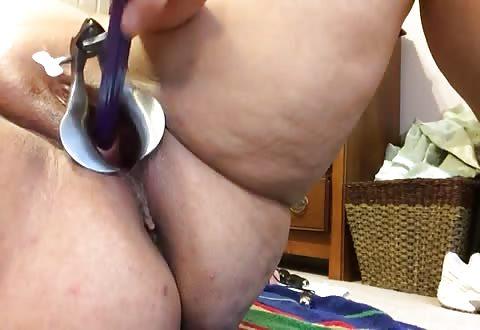 Uthera sounding, dit kinky hoer naait haar plasbuis