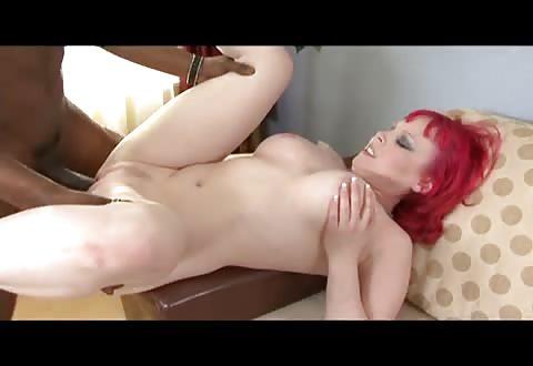 gepassioneerd blanke sexbom begeert zijn vette bruine lul