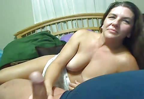 mama en dochter zuigen saampjes zijn penis