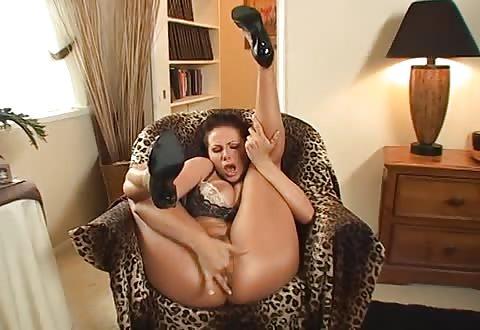 wild lingerie reusachtig borsten en mastuberen tot een climax