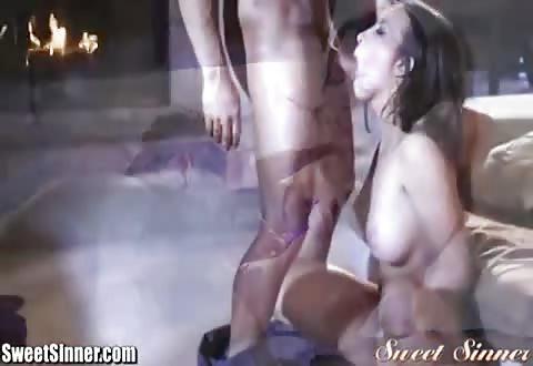 De geschoren schaamlippen likken en doorneuken je laten pijpen en cum op haar ejaculeren