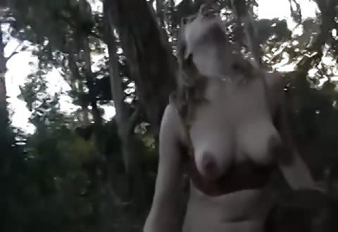 Vette lesbi beft bebost flamoes in de bossen
