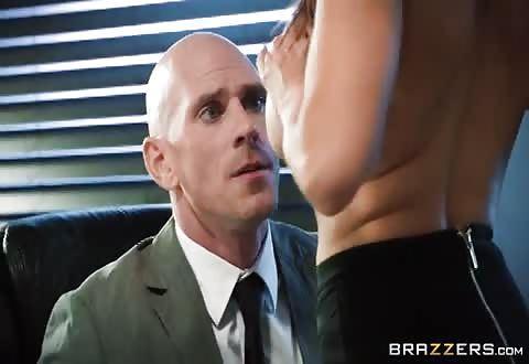 Dit hoerige hoer wil seksen op kantoor
