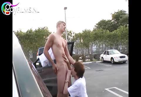 Een pijpbeurt op de parkeerterrein