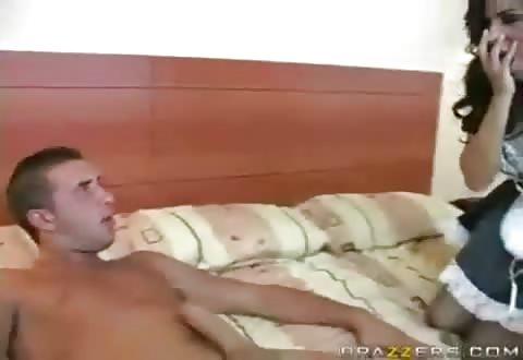 Wulps kamermeisje beestachtig gestraft