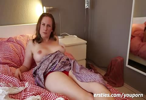 Ze laat zichzelf filmen door haar vriendin terwijl zij bevredigd