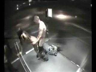dikke tieten knijpen neuken in de lift