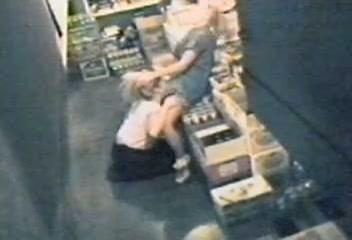 Twee lesbische meiden gefilmd door een beveiligingscamera