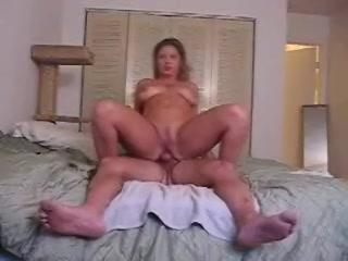 Het geile stel maakt een amateurs sex film anal neuken