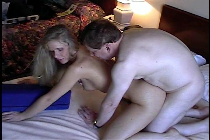 Sexy seksslavin onder hypnose