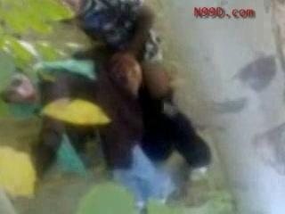 Hij filmt hoe zijn vriend de turkse vrouw neukt