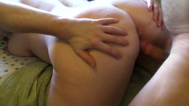 Hard anaal rampetampen zodat haar grote uiers lekker bungelen