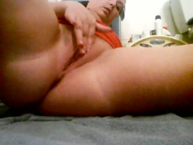 Big mamma vingert haar geile spleetje