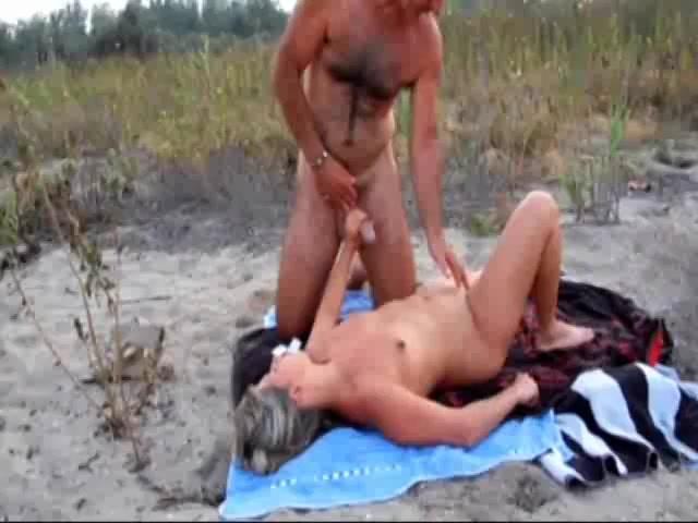 Buitensex met een voorbijganger met een grote lul