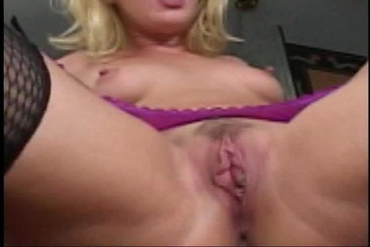 Zijn sperma spat op haar anus en kut