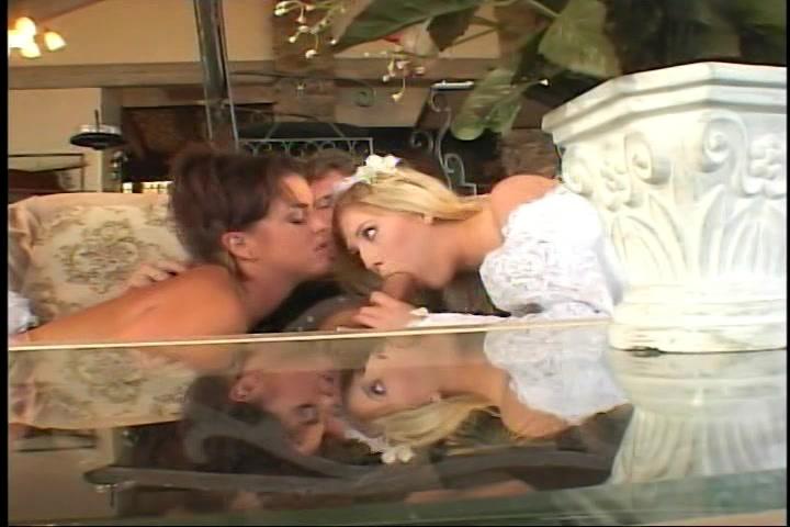 Een bisex trio in de huwelijksnacht