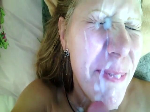 Filmend geniet hij van de pijp beurt en spuit sperma in haar gezicht