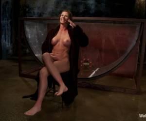 Ze laat in het openbaar haar kut en borsten zien